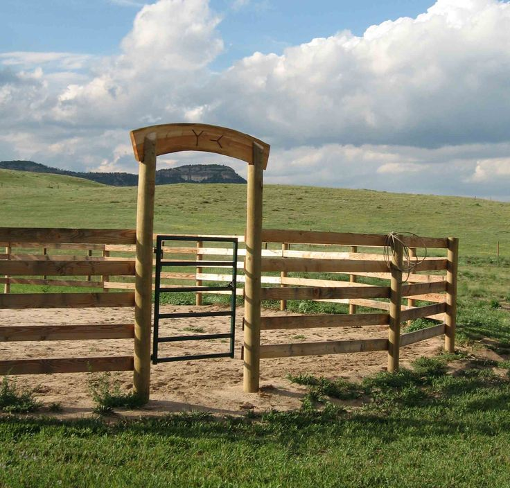 How Build a Safe Round Pen on an Extreme Budget: A round pen is used for training horses. Description from http://pinterest.com. I searched for this on bing.com/images