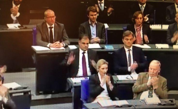 Sebastian Kurz ist Wahlsieger in Österreich. Seine ÖVP wurde stärkste Partei. Auch die FPÖ schnitt g...
