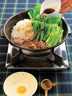 【ELLE a table】牛挽き肉・しらたき・小松菜の牛すきレシピ|エル・オンライン