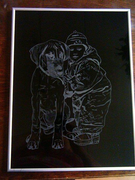Valokuvasta kaiverrettu A4 kokoinen taulu kahdesta söpöstä pikkuvauvasta :)