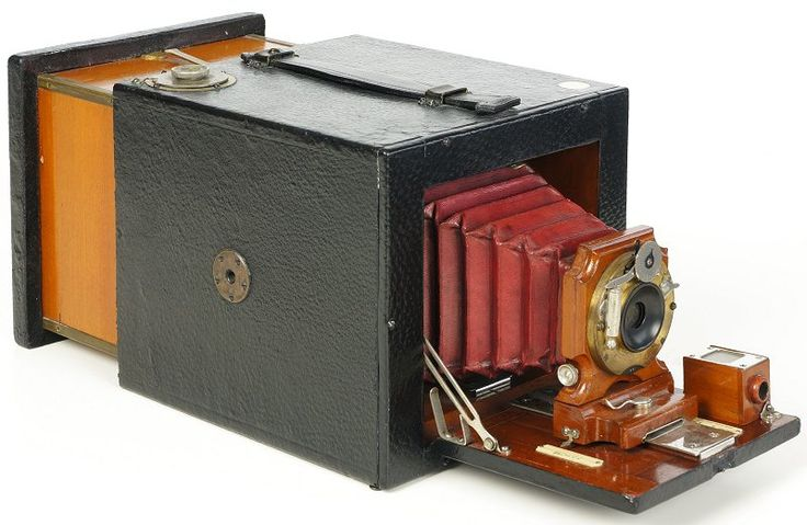 Antique Camera: Bullard Folding Magazine Camera, Series B, c.1898. Another wacky attempt in making glass plate cameras as easy to use as roll film. In reality - not really! Almost all of these found have damage and missing rear strap from the pull-push action.