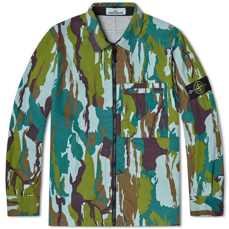 A new motif for Stone Island and one of tjhe strongest new designs from their SS15 collection, the Hooded Field Parka is decked out in their Flowing Water Camo. Based on an Indonesian camouflage design from the 1960s, this new design has been applied to a double weave military-spec fabric, made with a textured cotton shell. A classic military design, it is equipped with a utilitarian chest pocket, a spread collar, zip closure and is finished with a detachable logo patch at the arm.  100%…