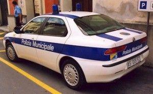Polizia Muncipale di Rimini: azione di controllo contro il commercio irregolare e i parcheggiatori abusivi in centro