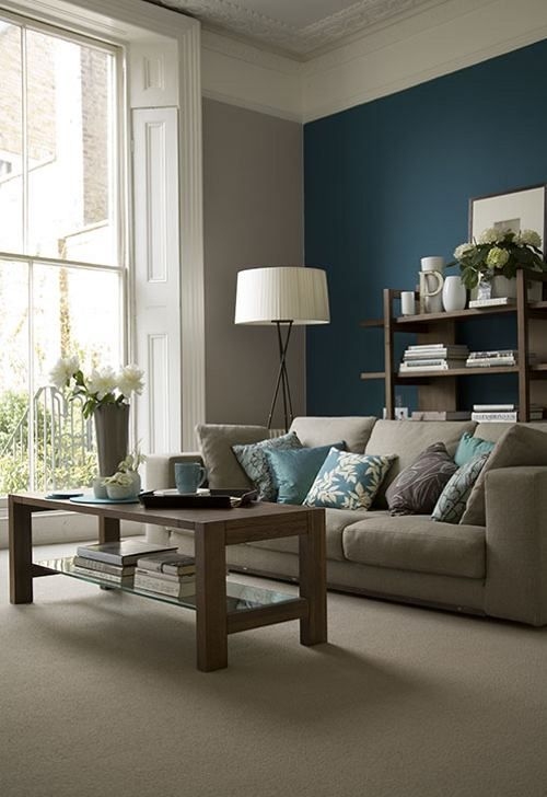 07 grey and beige room with a teal accent wall, blue pillows and accessories - DigsDigs