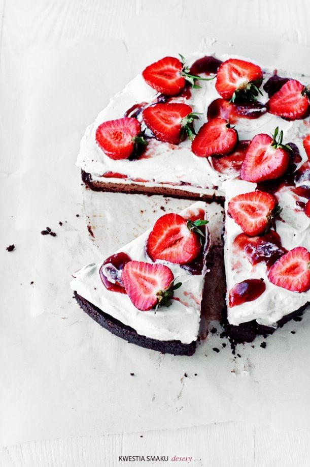 ❥: Layered Cakes, Strawberries Cakes, Chocolates Cheesecake, Desserts Cakes, Whipped Cream Recipes, White Chocolates Recipes, Chocolates Strawberries, Chocolates Whipped Cream, Cheesecake White
