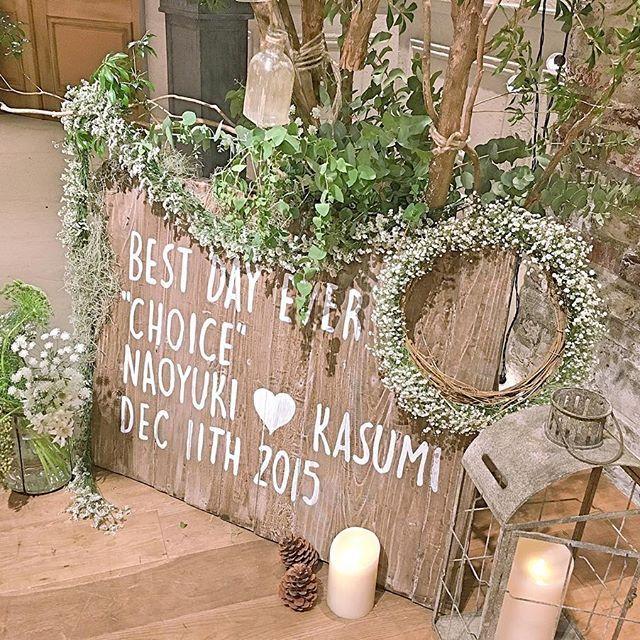 💐高砂💐 1番お気に入りの高砂の写真🌷 別角度からもう一度☺️ このかすみ草のリースは今も家にある💓 緑がたくさんあって好みの空間すぎる😭 ∴ 昨日はバレンタインデー💘 私もいちご大福作ってあげました(笑) チョコがあまり得意じゃない旦那さん🙄 小豆からこしあん作ったんだけど すごく大変だったからもうやらないかも😂 ∴ #結婚式 #ウェディング #ブライダル #プレ花嫁 #プレ花嫁卒業 #日本中のプレ花嫁さんと繋がりたい #marryxoxo #卒花 #iri1211 #wedding #披露宴会場 #ナチュラルウェディング #ガーデンウェディング #weddingtbt #オリジナルウェディング #trunkbyshotogallery #クリスマスウェディング #披露宴 #テーブルコーデ  #テーブル装飾 #多肉植物 #高砂 #高砂ソファ #会場装飾 #会場コーディネート #高砂装花