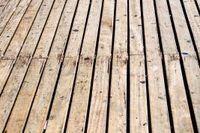 Chlorine Bleach Vs. Oxygen Bleach Deck Cleaning | eHow