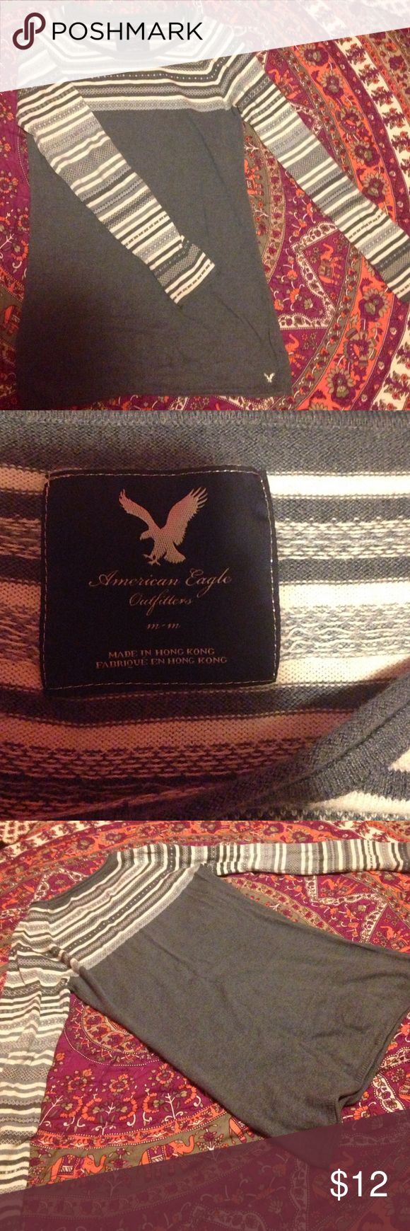 American Eagle Sweater This navy-blue and white sweater is in great condition and perfect for chilly weather. It has some slight pilling but nothing too drastic. American Eagle Outfitters Sweaters Crew & Scoop Necks
