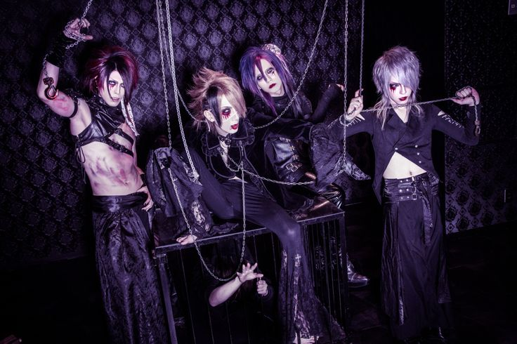 "UNDER FALL JUSTICE will release their new mini album ""Nani mo shinjite inai"" (何も信じていない..) on March 7th and here is a PV preview! They also have a new look! Mini album: Nani mo shinjite …"
