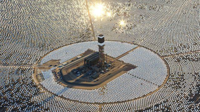 La planta solar más grande del mundo entra hoy en pleno funcionamiento