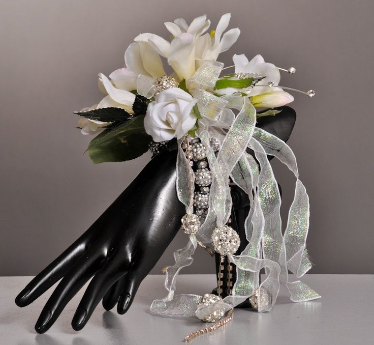 prom corsages, the latest designs | Ooohhh - love the new Vogue bracelet and the ... | prom corsages