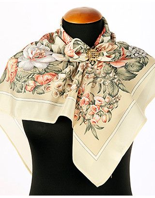 """Silk shawl ''Tea roses'' 