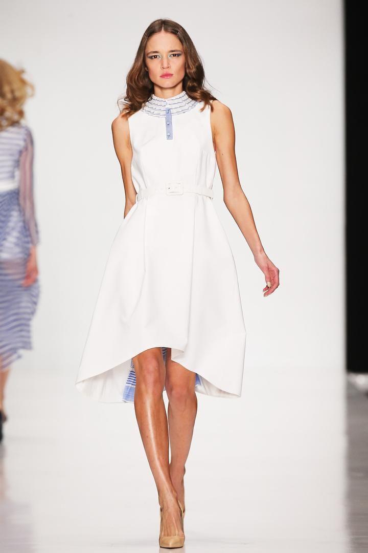 Это платье в морском стиле выглядит очень романтично. Особенно шикарно смотрятся юбка с расширенным низом, напоминающим при ходьбе развивающийся парус. Морская полоска плиссе, украшающая подол и воротник, дарит курортное настроение. Круизная коллекция Oksana Fedorova. Представлено в бутике @adore.adore #showroom #платье #русскийдизайнер #мода #womanstyle #FedorovaOksana #FedorovaFashion #Moscow #dress #designer #магазин #musthave #collection #fashion #moscowfashion #fashion #style…