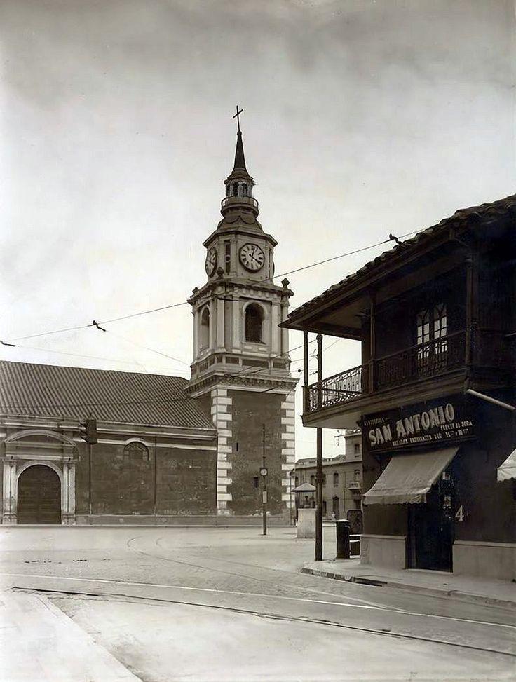 Vista hacia la Iglesia de San Francisco desde la esquina de calle San Antonio con avenida Alameda. 1930. Tomada de Alberto Sironvalle,  https://t.co/9P48l8oQUG (https://twitter.com/alb0black/status/940651137782505472?s=03)