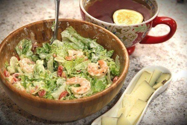 Фото к рецепту: Легкий салат для тех, кто хочет покушать вкусно, а главное-быстро
