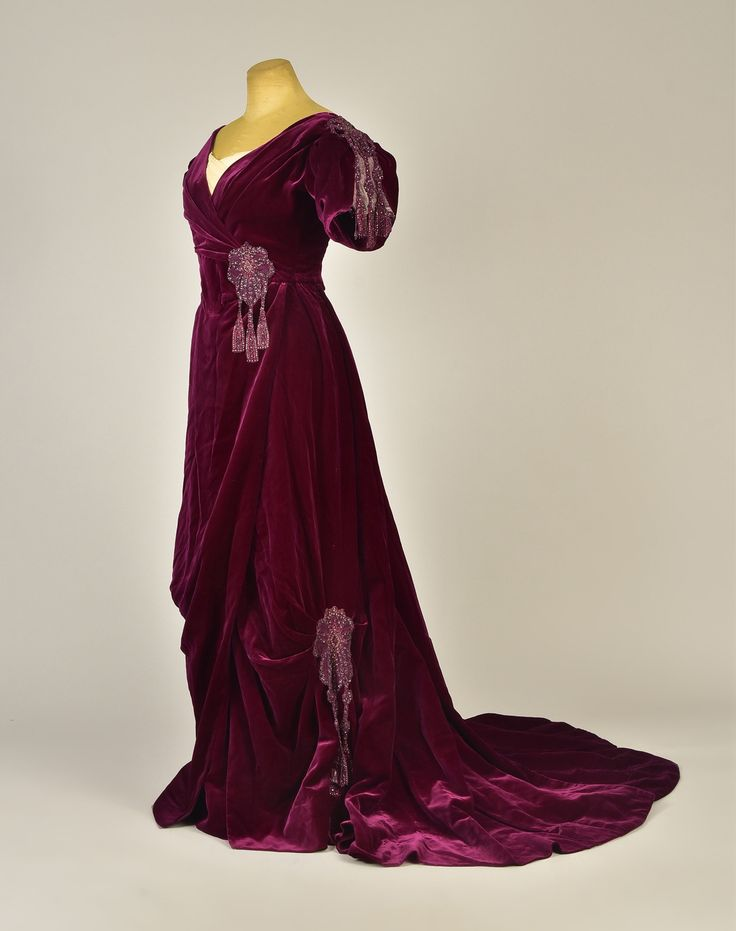 Worth evening dress ca. 1898 From Whitaker Auctions