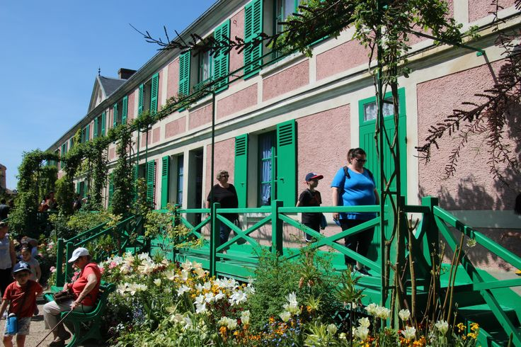 Giverny...Monet house. Visitor galore.