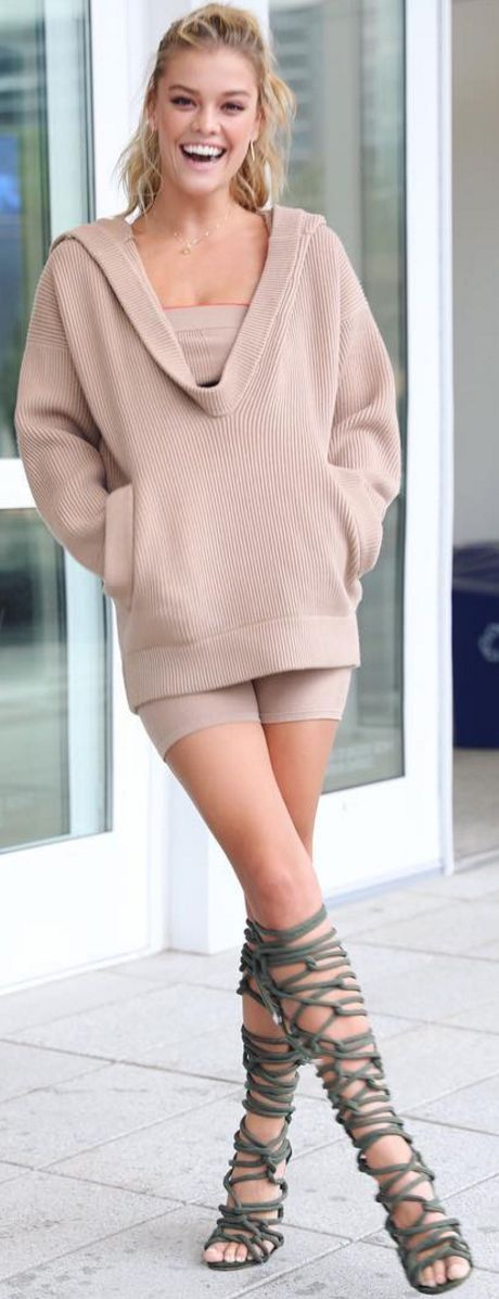 Who made Nina Agdel's tan sweater, green sandals, and jewelry?