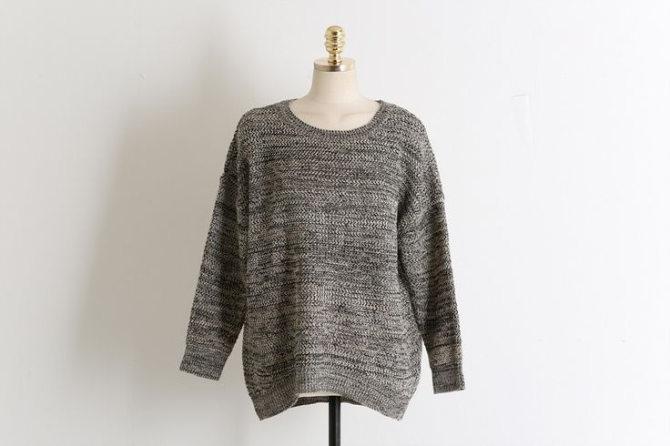 Boccaci Knit Sweater Model  SMT4056 Condition  New  Round hem cutting tail designed knit sweater for women, Soft and loose fit knit Sweater Color : Beige, Navy, Wine Marterial : Acrylic