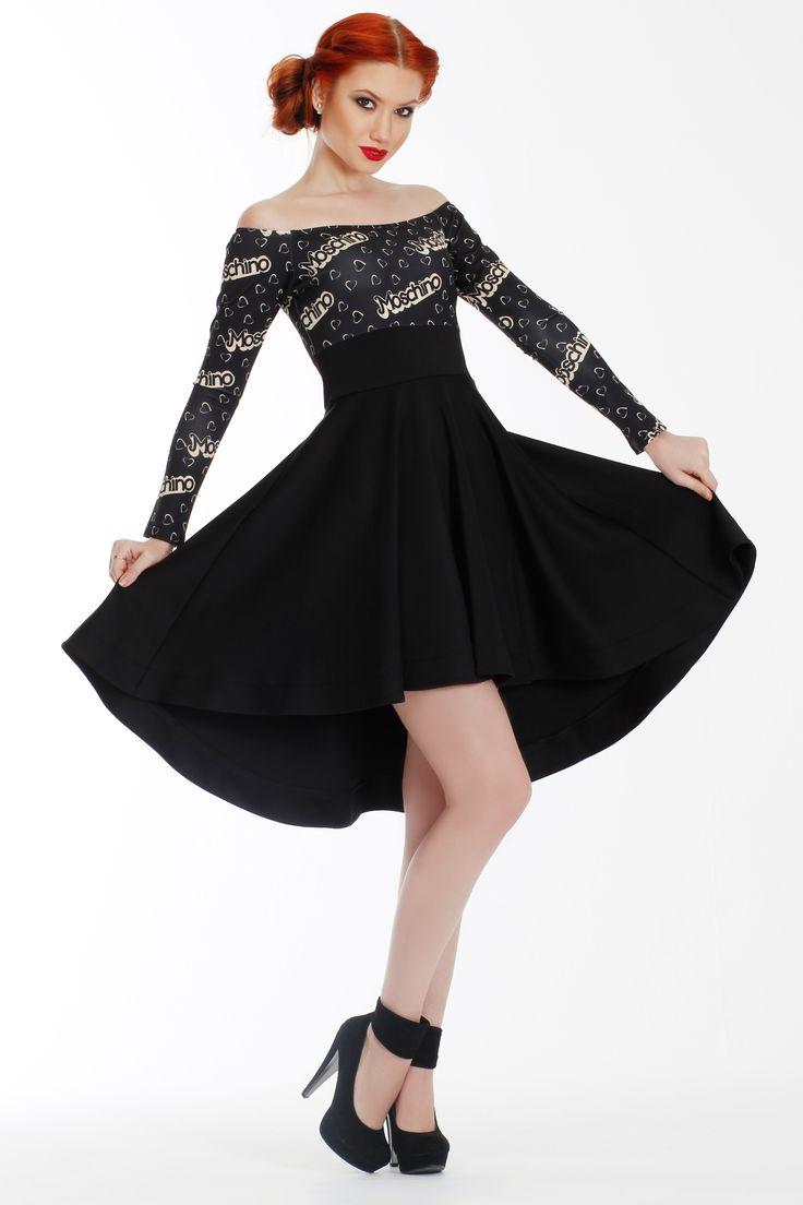 """Платье MOSCHINO. Артикул 010-010-0004. Размеры 38, 40. Это платье уж точно не оставит вас незамеченной. Это эффектное платье с приспущенными плечиками, развивающимся про ходьбе подолом, переливающимся бежево-чёрным рисунком, украшенным маленькими """"камушками"""". Просто добавьте к образу гладкие лодочки на высокой шпильке и простой маленький клатч. Замеры для размера 36: Длина изделия: спереди - до колена  - 85 см, сзади - до середины лодыжки - 101 см. Длина рукава: 50 см. Стоимость 5300 руб."""