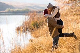 """Nikolas Sparks - Jesienna miłość """"Nasza miłość jak wiatr - nie możesz jej ujrzeć, lecz możesz ją poczuć""""  https://www.mydwoje.pl/Jesienna-milosc"""