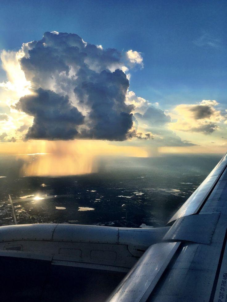 Voici à quoi ressemble la pluie vue à travers un hublot