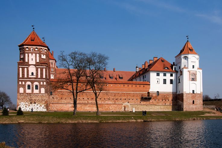 https://flic.kr/p/duRYpz | Mir_Castle 1.8, Mir, Belarus | The little lake south of the castle.
