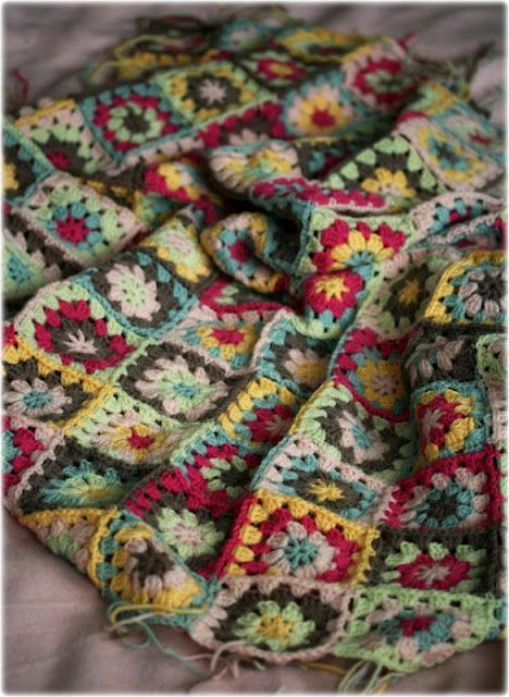 Beautiful coloured granny blanket by cocorosetextiles.blogspot.com