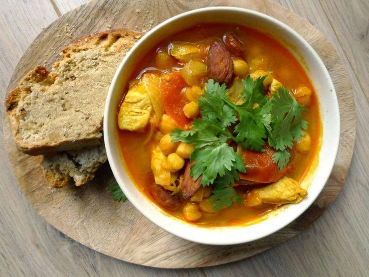 Een heel fijn stoofpotje dat je kunt combineren met brood, aardappels of couscous. Ook qua kleur past het goed bij de herfst.   http://degezondekok.nl