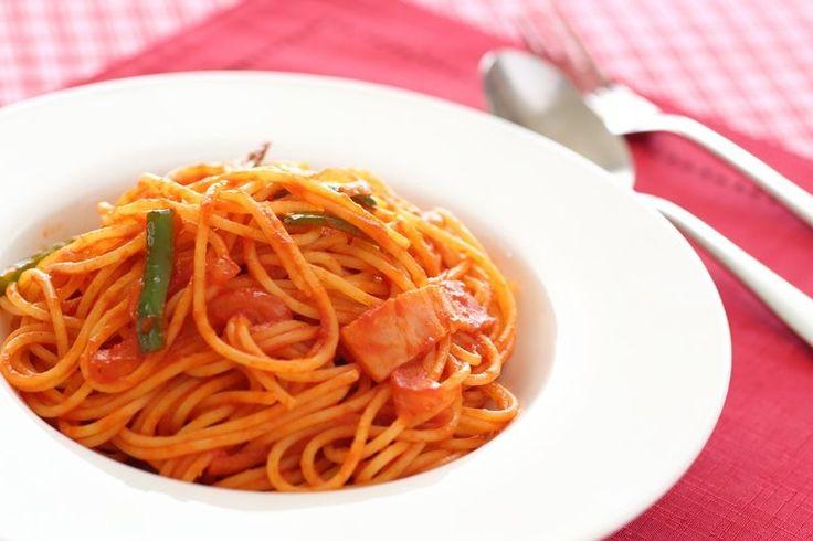Un piatto di pasta con peperoni e pancetta vi permetterà di portare a tavola la classica pasta ai peperoni con un gusto ancora più intenso. Ecco la ricetta