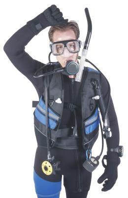 Como consertar o regulador de um equipamento de mergulho Dacor | eHow Brasil