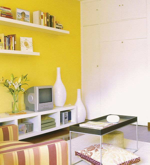 SALÓN Y DORMITORIO EN 9 m²: Camufla una cama en el salón si no tienes un dormitorio independiente.