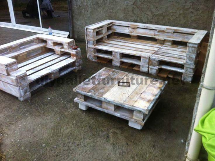 Ensemble de meubles de palette avec des canapés et une table basse 2