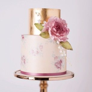 This classy cake. | 24 Of The Most Beautiful Wedding Cakes Of 2014