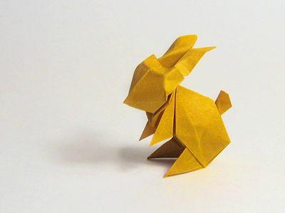 Origami Bunny VIDEO TUTORIAL: http://www.happyfolding.com/instructions-maekawa-rabbit | VIDEO TUTORIAL 2: http://www.youtube.com/watch?v=a4BjqKd8FsI