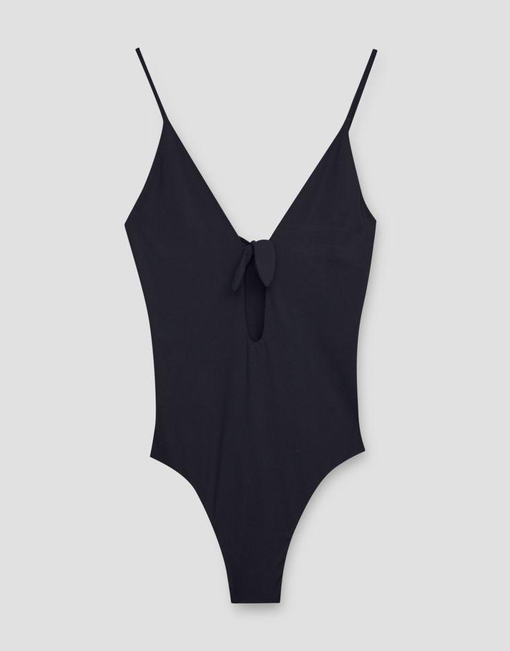 ¡Cómpralo ya!. Bañador escote nudo. Bañador escote nudo , bañador, bañadores, swimsuit, monokini, maillot, onepiece, one-piece, bathingsuit, badeanzug, badeanzug, trajedebaño, maillotdebain, costumedabagno, bañador. Bañador  de mujer color negro de Pull & Bear.