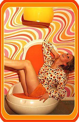 Seventy Girl im orig. 70er Jahre Eisessel, 70er-Shop.de, 70er Mode