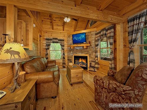 "Fireside chalet rental in Gatlinburg: ""Stone's Throw,"" 1-bedroom, sleeps 6 comfortably"
