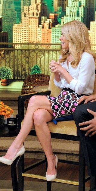 Kelly Ripa: Skirt – Milly    Shoes – Casadei    Shoes – Theory