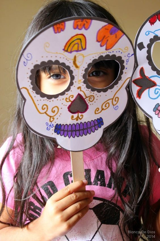 Sugar Skulls mask for Day of the Dead - Halloween Theme Halloween, Halloween 2018, Holidays Halloween, Halloween Crafts, 4th Birthday Parties, 3rd Birthday, Coco Disney, Day Of The Dead Party, Mexican Party