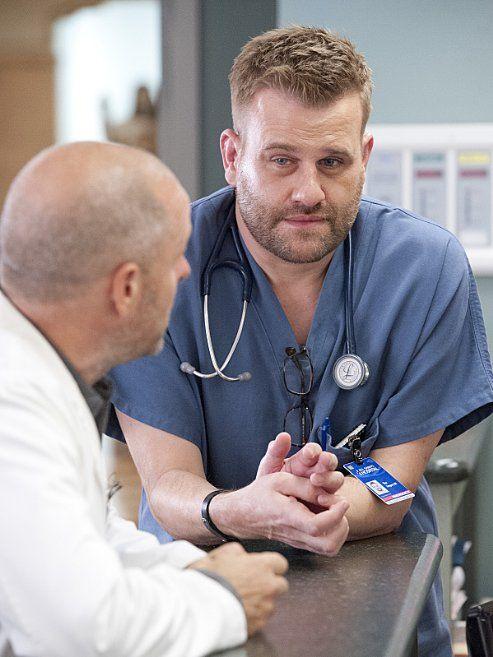 Still of <a href='/name/nm0776584/?ref_=m_ttmi_mi_tt'>Paul Schulze</a> and <a href='/name/nm3434452/?ref_=m_ttmi_mi_tt'>Stephen Wallem</a> in <a href='/title/tt1190689/?ref_=m_ttmi_mi_tt'>Nurse Jackie</a> (2009)