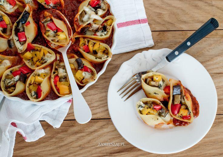 Muszle makaronowe z grillowanym bakłażanem, papryką i serem blue