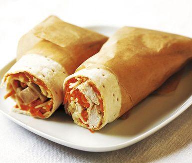 Recept: Tunnbrödsrulle med kyckling och morötter