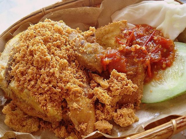 Ayam Penyet (by Camemberu)