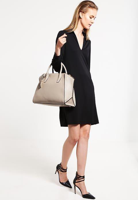 Von dieser Tasche musst du nie mehr träumen. DKNY CHELASE - Shopping Bag - soft desert für € 314,95 (25.11.16) versandkostenfrei bei Zalando.at bestellen.