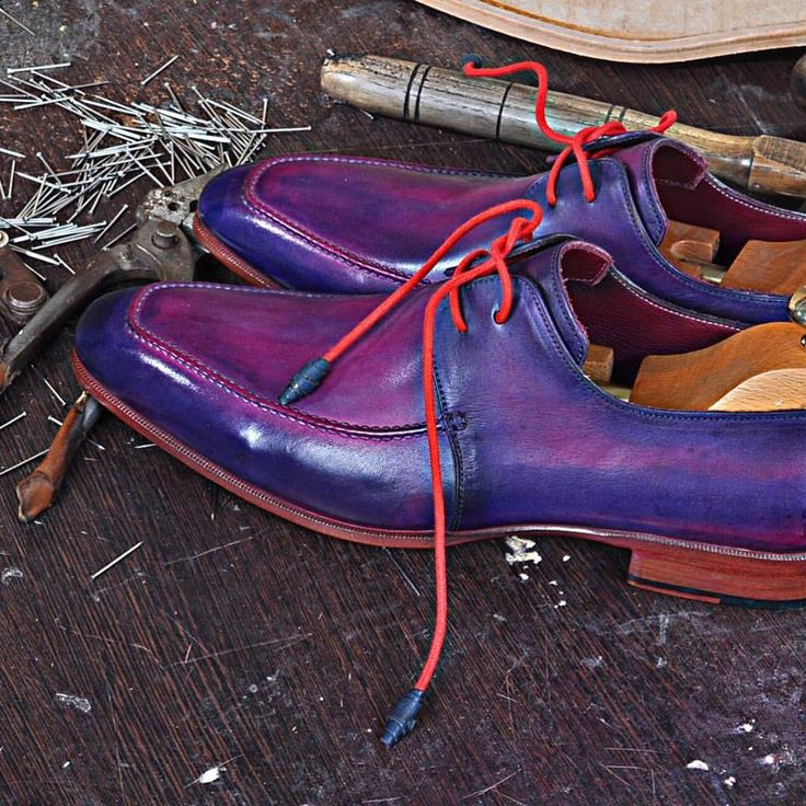 Model RAVENNA- An amazing color! Handmade lether shoes for Men. Free worldwide shipping. For details, visit our website: www.emillosanto.com