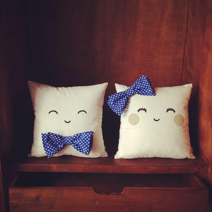 Un regalo personalizadoporque sí . Olé Mis cojines es una tienda on line de cojines personalizables hechos a mano en España. A nosotros nos parece una idea genial para completar la lista de regalo…