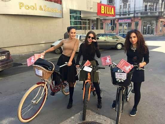 Start biking, skirtbike constanta, girls on bikes, ride, city, flag, competition.