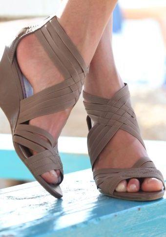 Sandály na klínku #ModinoCZ #sandals #shoes #modern #style #sandaly #klinek #moda #boty