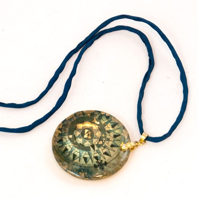 Rose of the Winds Necklace I #compass #directions #bronze #round #gold #navyblue